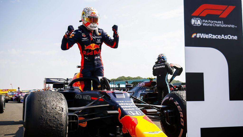 Verstappen celebra la victoria en Silverstone.
