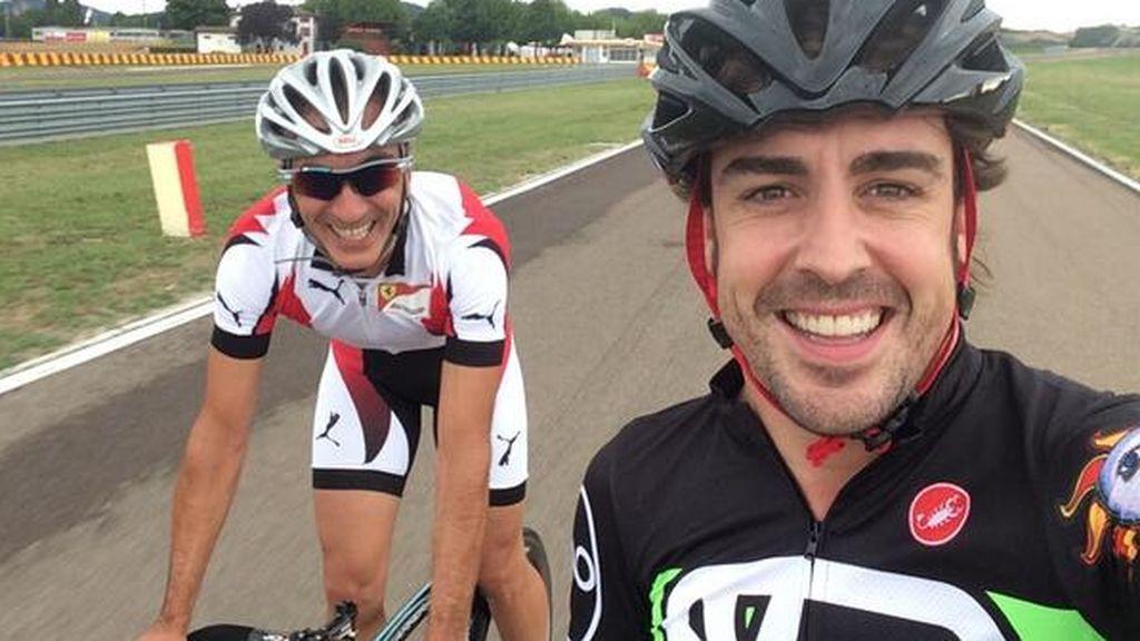 fernando alonso realizando un entrenamiento de cardio en bici