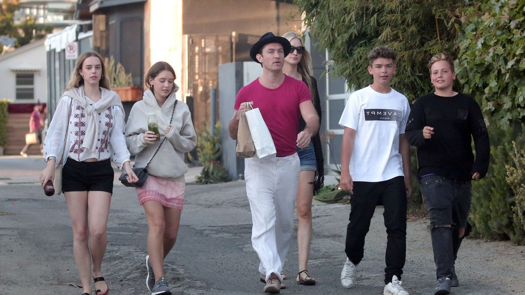 Por su parte, Jude Law está esperando su sexto hijo, junto a su mujer Phillipa Coan.