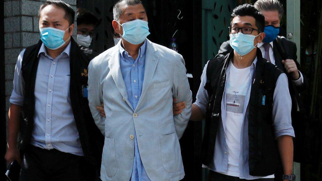 """El gobierno de Hong Kong detiene a otras siete personas acusadas de  poner """"en peligro la seguridad nacional"""""""