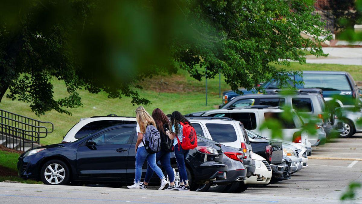 """El coronavirus se infiltra """"en cuestión de horas"""" en una escuela de Indiana el primer día de reapertura"""