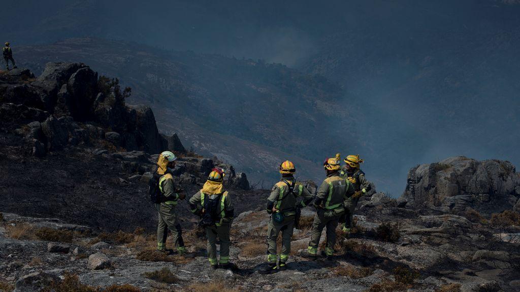 Sigue activo el incendio que afecta a unas 420 hectáreas del Parque Natural Baixa Limia-Serra do Xurés en Lobios, Ourense