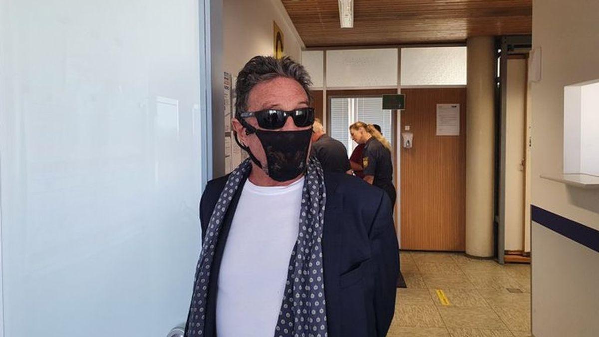 John McAfee es arrestado por usar tanga en lugar de mascarilla en Noruega