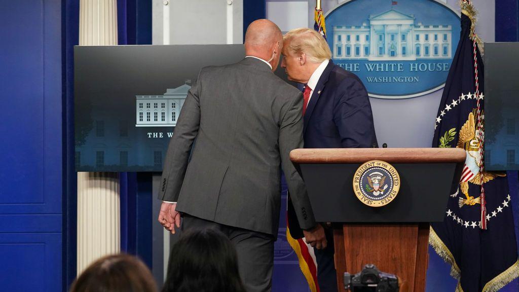 Trump abandona de forma precipitada una rueda de prensa por una amenaza exterior