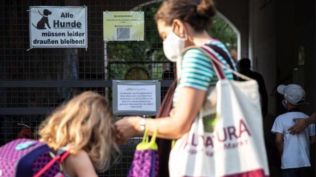 Alemania sigue la vuelta al cole de forma escalonada y ya cierra tres centros  ante varios casos de coronavirus