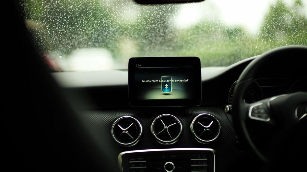 Estos son los pasos para conectar tu iPhone o tu Android a tu coche mientras conduces