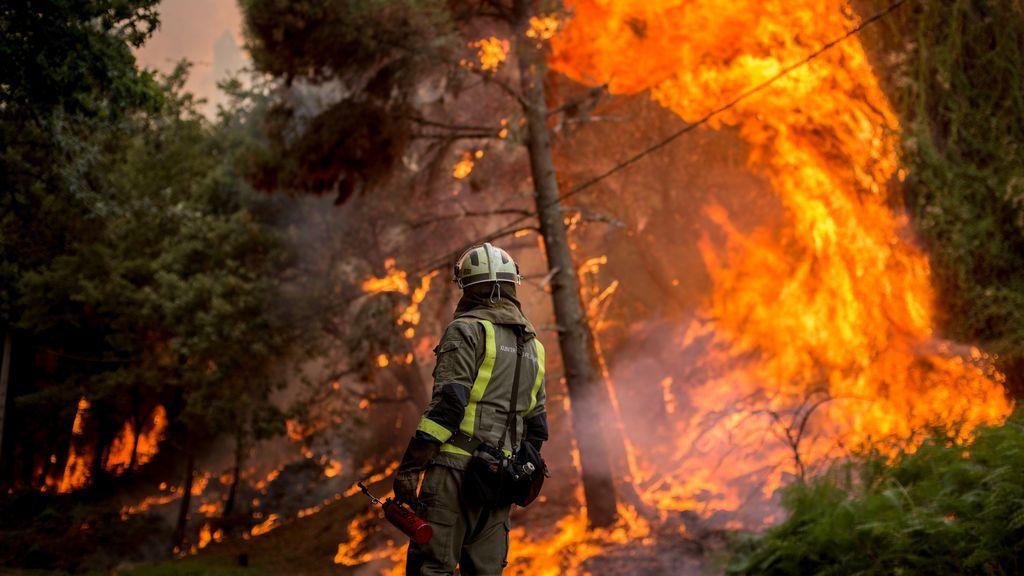 Registran un atípico 'tornado de fuego' en un incendio en Galicia