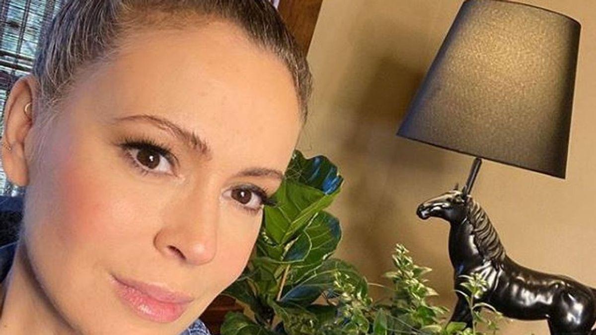 La actriz Alyssa Milano muestra como el coronavrus puede acelerar la caída masiva del cabello