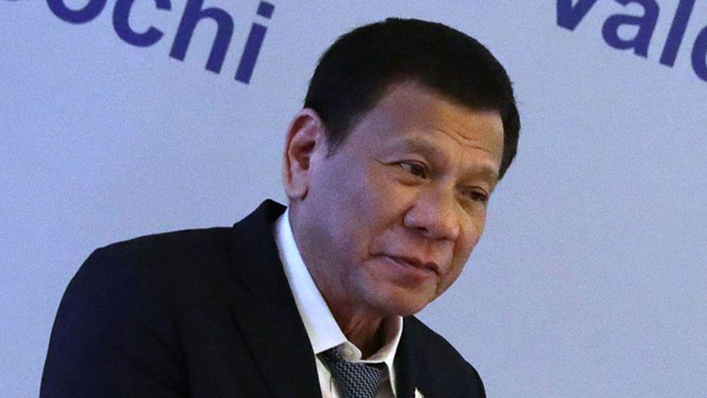 """El presidente de Filipinas acepta la vacuna """"gratis"""" de Putin"""