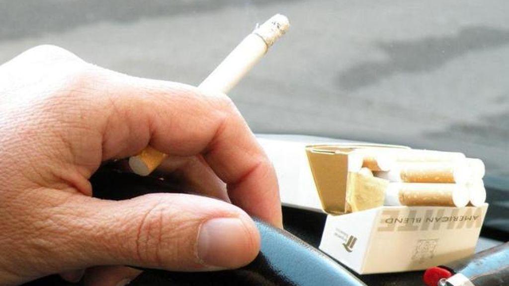 Galicia plantea prohibir fumar al caminar por la calle o en terrazas si no hay distancia de seguridad