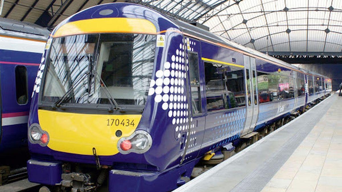 """Muere el conductor de un tren de pasajero descarrilado en Escocia dejando varios """"heridos graves"""""""