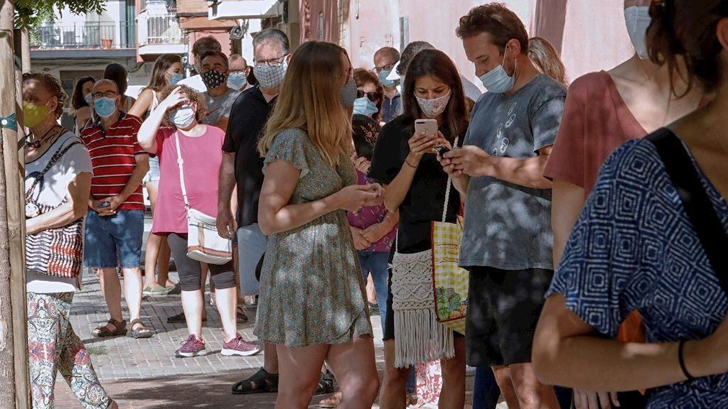 Caen un 36 % los nuevos contagios de coronavirus en Cataluña