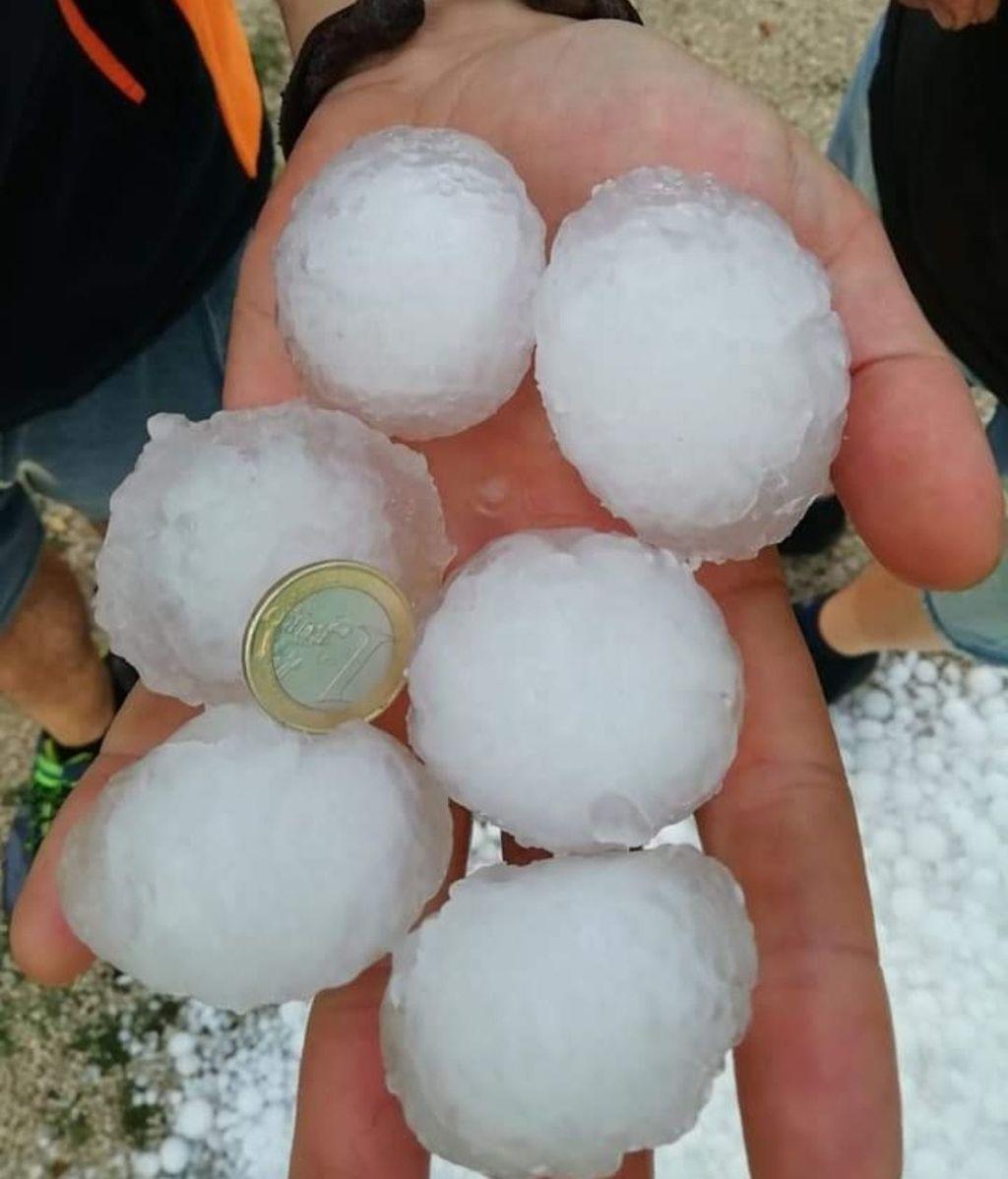 Las bolas de granizo llegaron a los tres y cuatro centímetros en Nerpio (Albacete).