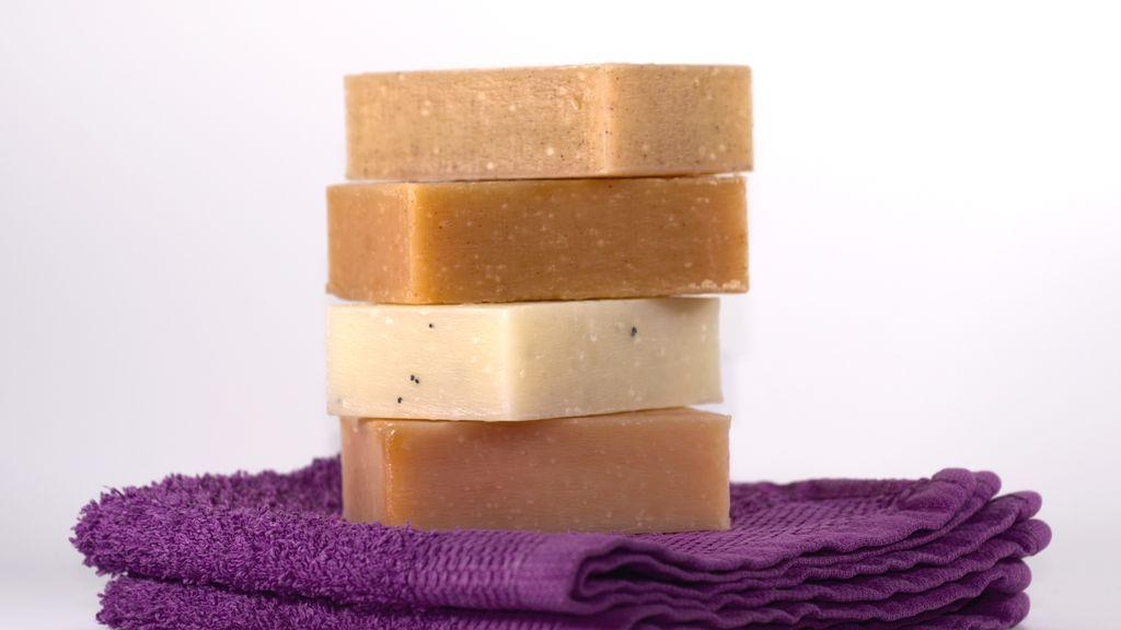 Ecológico, relajante y de lo más útil: recetas para hacer tu propio jabón casero con aceite reciclado