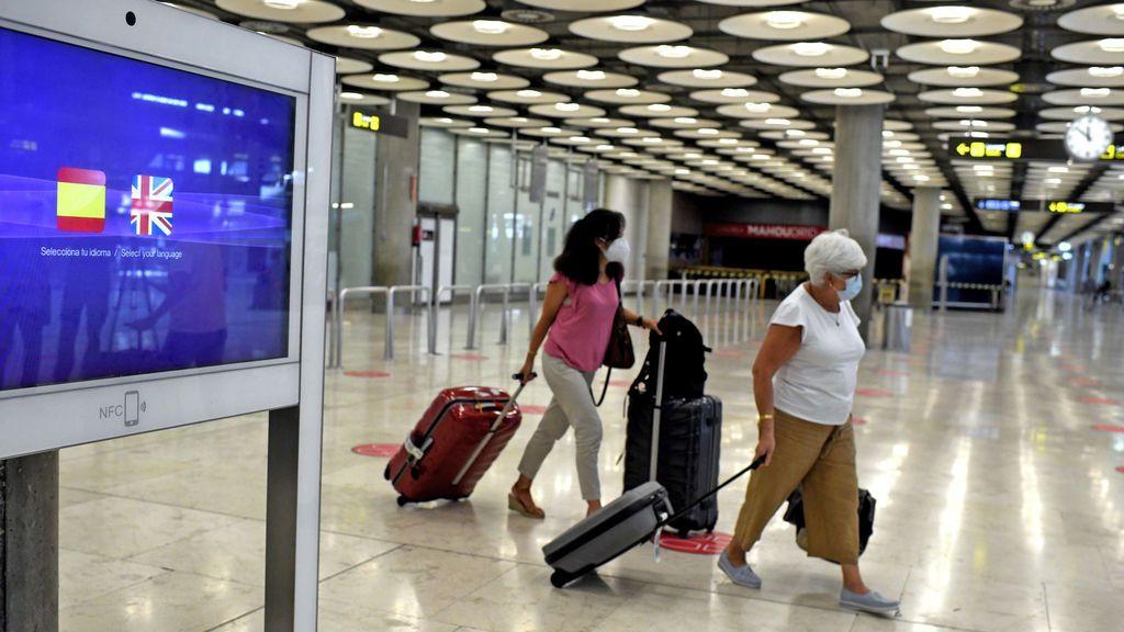 Los aeropuertos reciben casi 7 millones de pasajeros en julio, un 76,2% menos