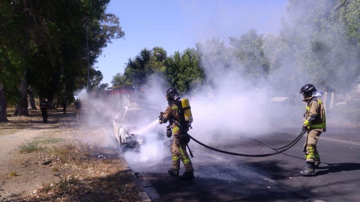 Sale ardiendo un taxi Maserati, valorado en más de 120.000 euros, en Sevilla
