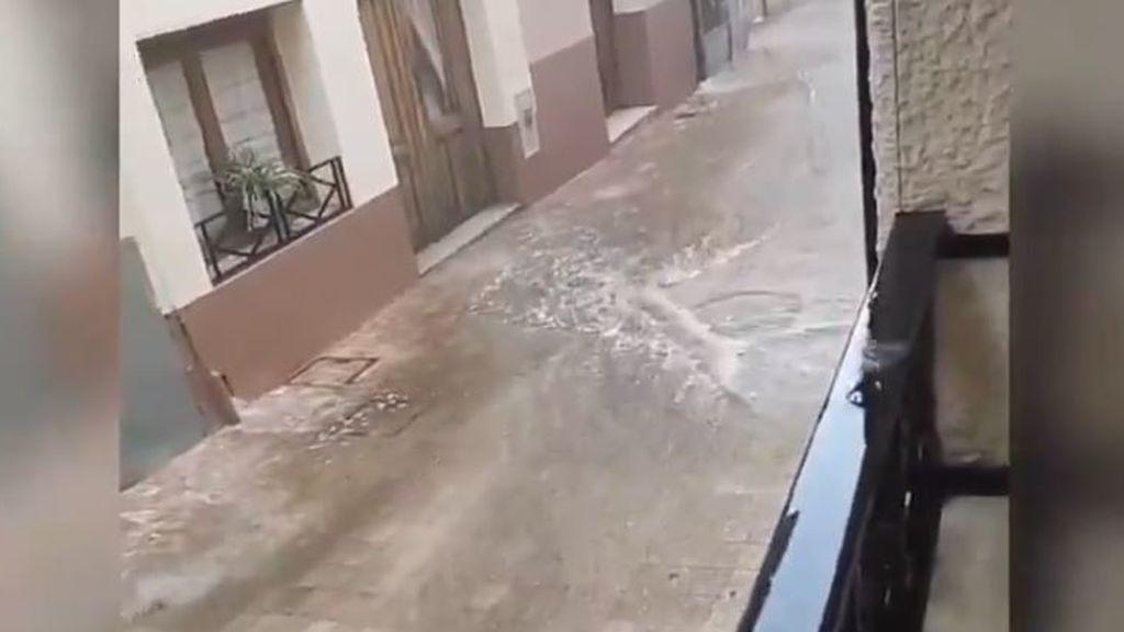 Siguen cayendo rayos en España: una fuerte tormenta deja inundaciones en Murcia y Alicante