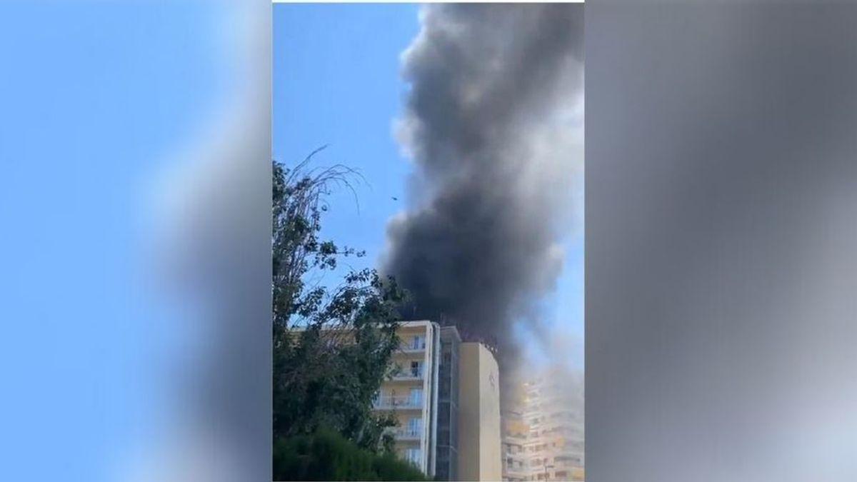 Un aparatoso incendio obliga a evacuar un el hotel Trinimar de Benicàssim