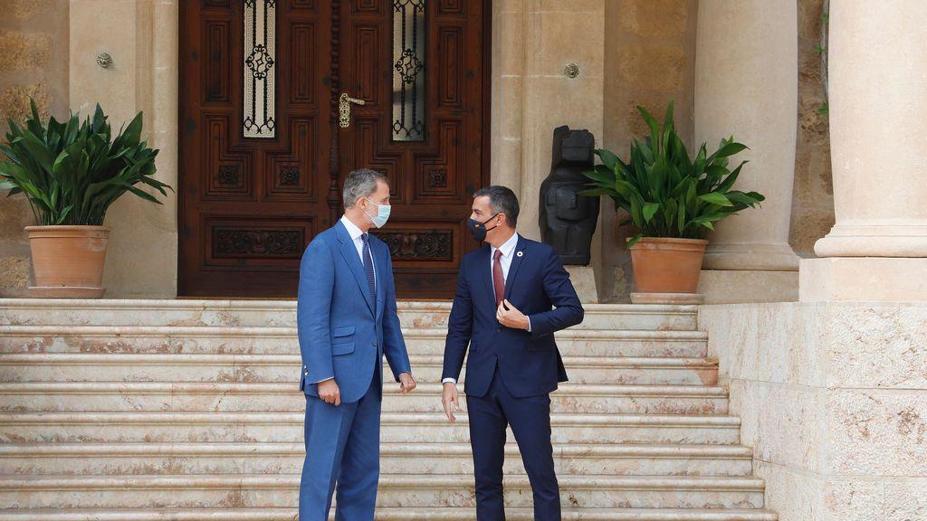 Sanchez guarda silencio en Marivent sobre la investigación a Podemos y la salida del rey emérito