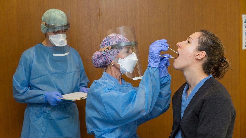 """""""Así no"""", una joven desconfía de los médicos y decide saltarse no aislarse tras dar positivo por coronavirus"""