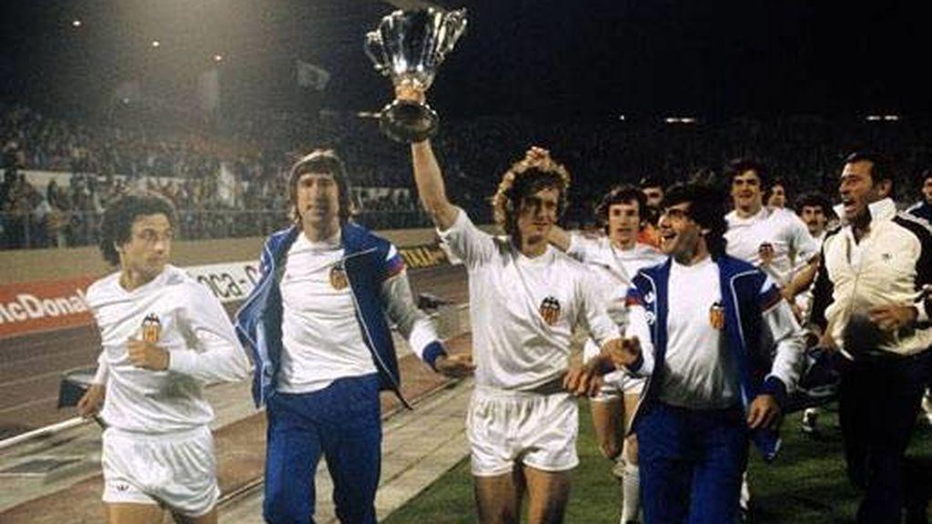 Valencia CF celebrando la Recopa
