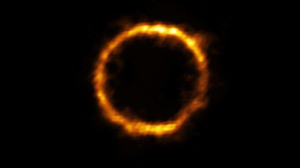 Este-anillo-de-luz-es-la-galaxia-mas-lejana-similar-a-la-nuestra