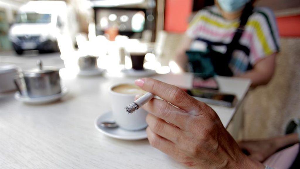 Canarias, segunda comunidad que prohíbe fumar en la calle