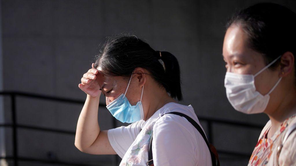 El 10% de las personas que viven con un positivo por coronavirus se contagia de la enfermedad según un estudio chino