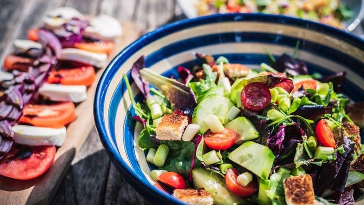 El tomate y otros alimentos que hidratan tanto como un vaso de agua