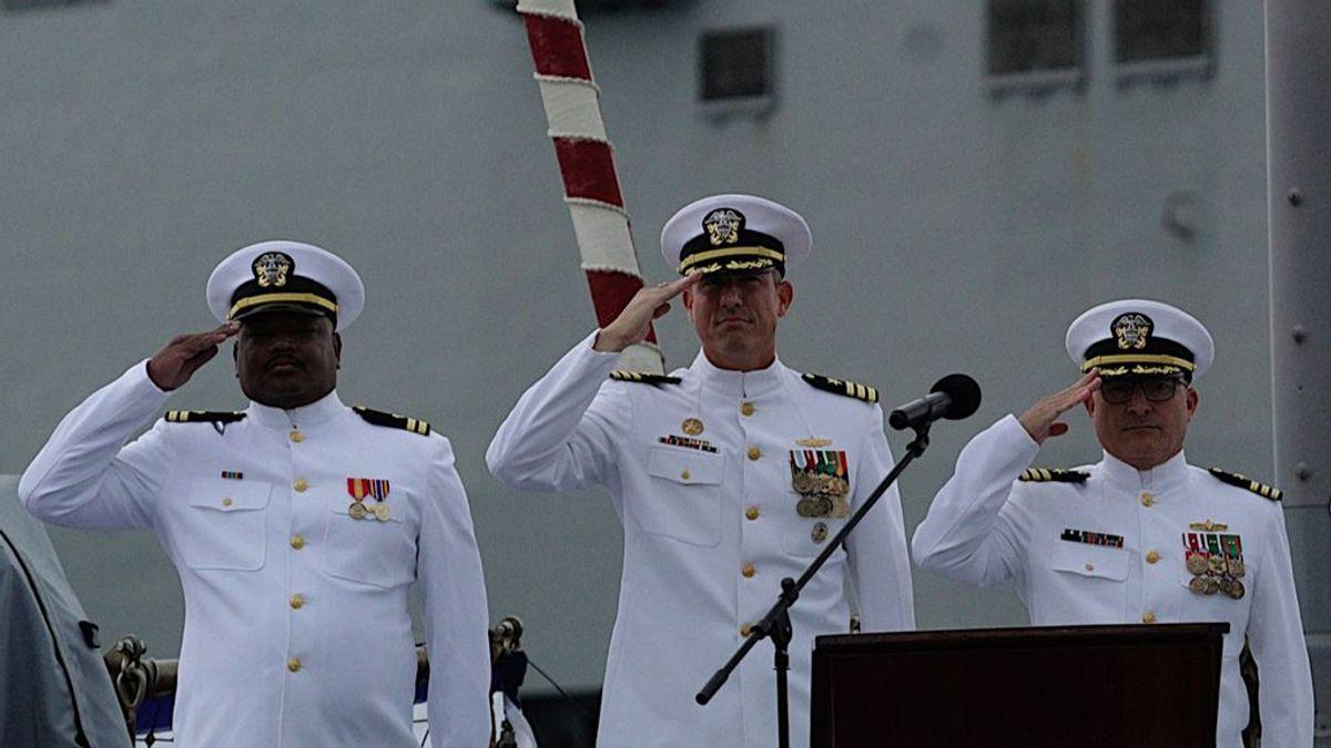 El roteño americano: Thomas G. Ralston, nacido en Rota, asume el mando del destructor USS Porter