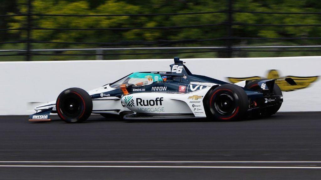 Fernando Alonso, rodando en el óvalo.
