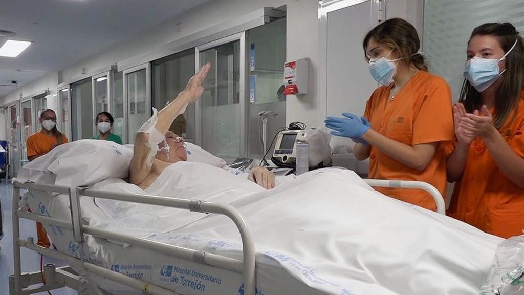 Pedro Gamella, paciente de 77 años, en el momento de abandonar la UCI, en la que ha estado ingresado144 días.