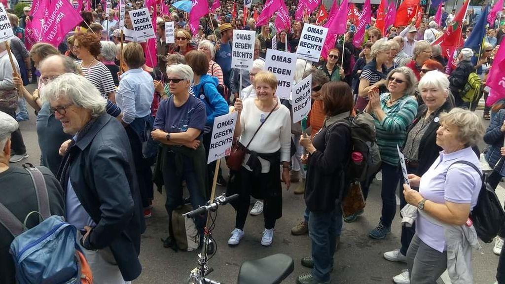 Las abuelas alemanas contra la ultraderecha también luchan contra los 'covidiotas'