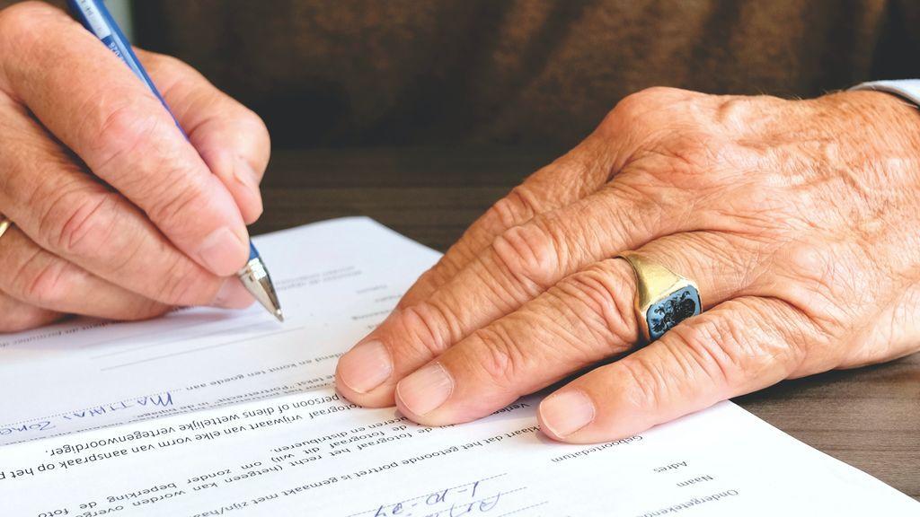 La legítima va asignada por ley a unos herederos forzosos.