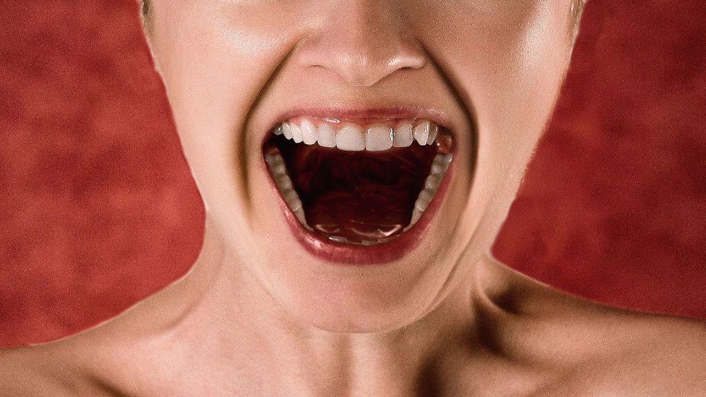 Gritar incrementa la transmisión del coronavirus