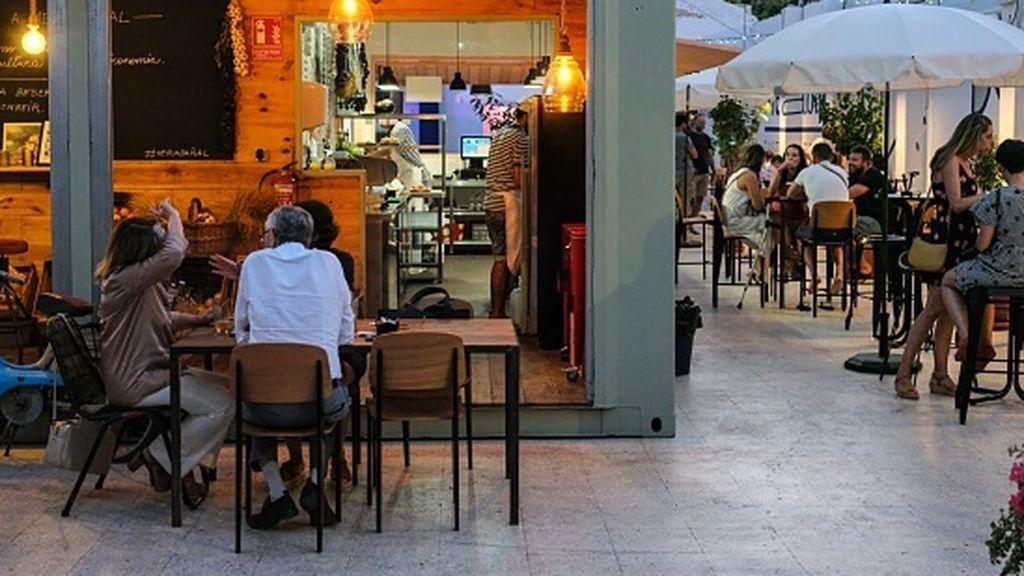30 locales nocturnos sancionados y 117 multas por no llevar mascarilla en Valencia este fin de semana