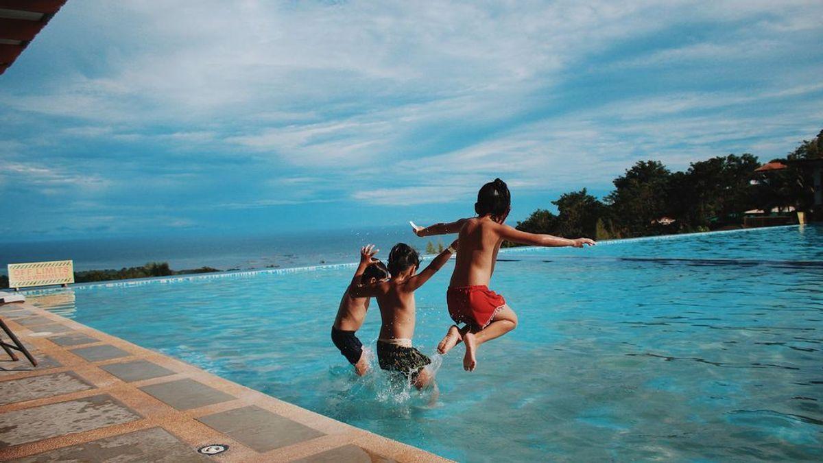Cómo prevenir la otitis de los niños en las piscinas este verano