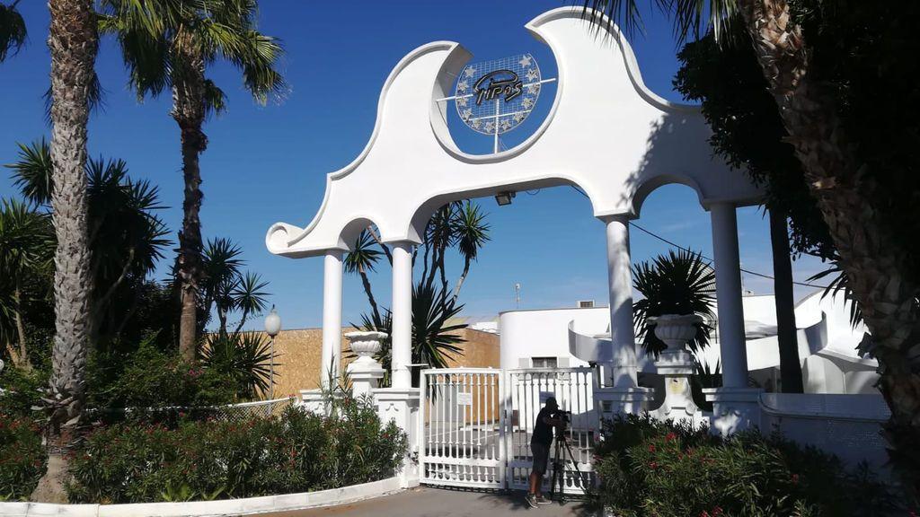 Entrada de la Sala Pipos en Cox (Alicante).