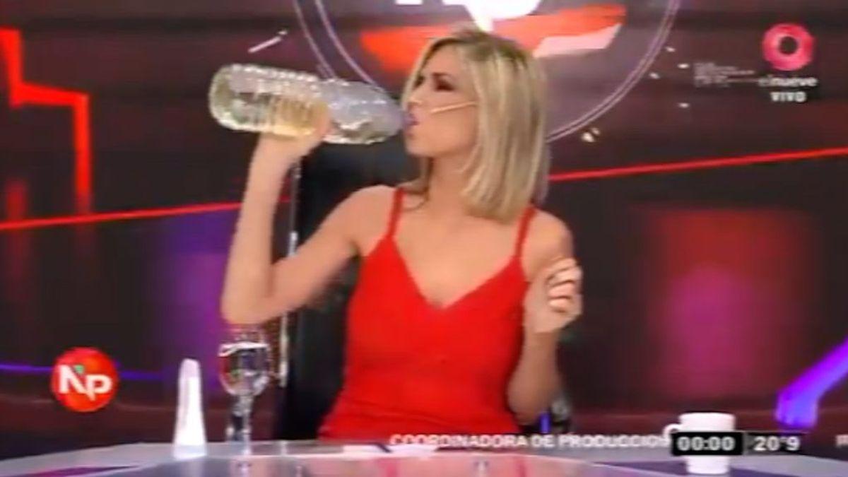 La irresponsabilidad en directo: denuncian a una presentadora argentina por beber dióxido de cloro en su programa