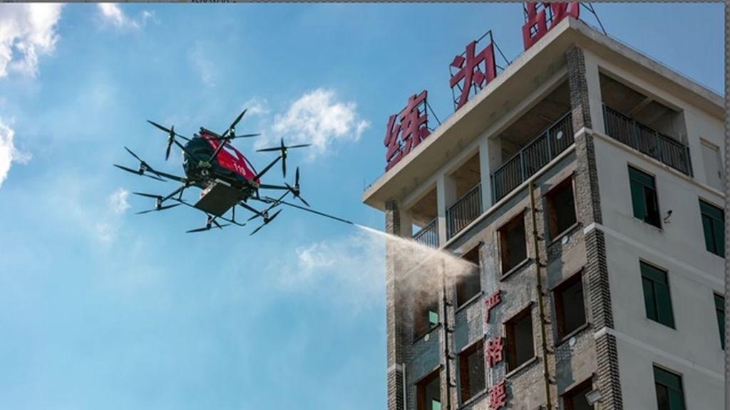 20200818 tec DRON BOMBERO SIMULANDO EXTINCIÓN