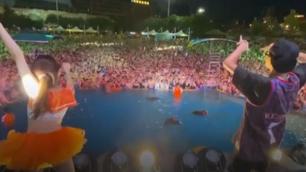 Wuhan celebra que no tiene casos positivos por coronavirus con una fiesta en un parque acuático