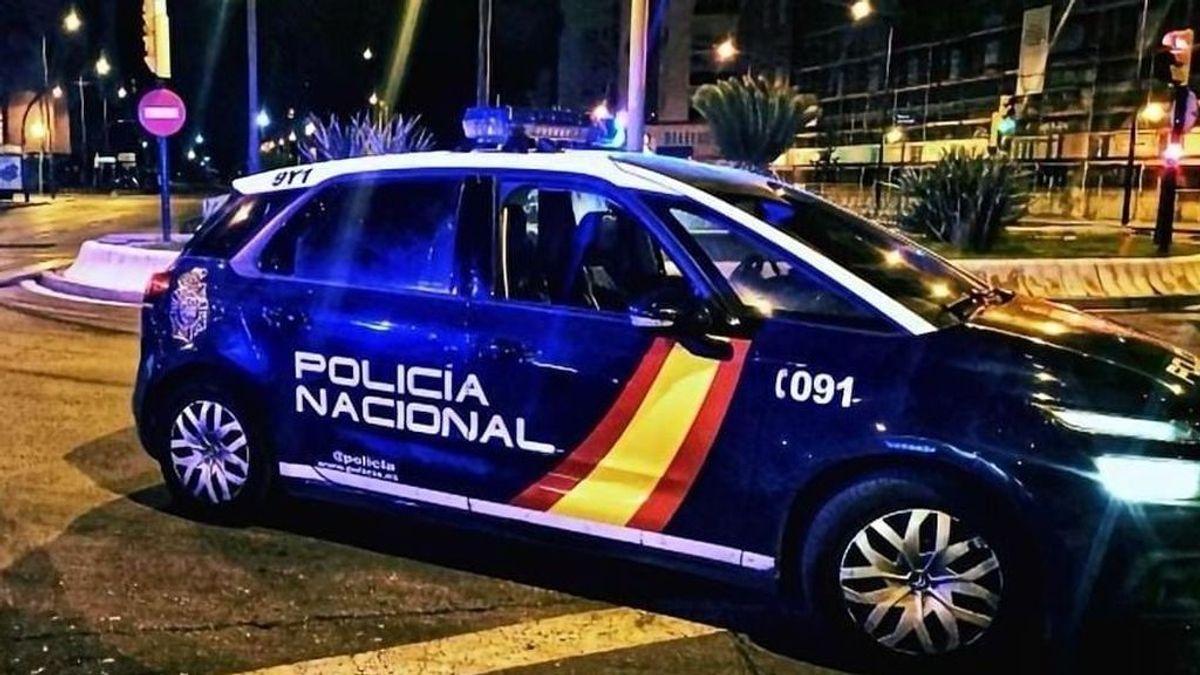 Detenido en Fuengirola por negarse a usar mascarilla en un concierto y por escupir a los agentes