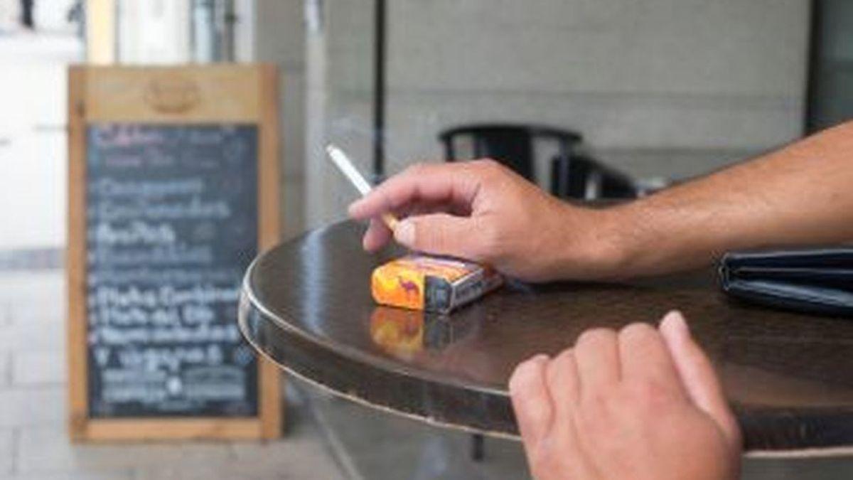Las multas en Andalucía por fumar a menos de dos metros serán de 100 a 600.000 euros