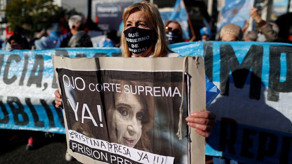 Miles de personas salen a la calle en Argentina para protestar contra el Gobierno