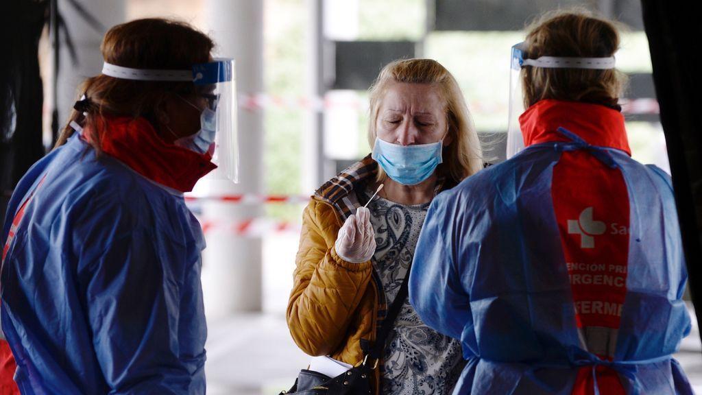 Sanidad notifica una subida de casos de coronavirus con 3.715 diarios y 127 muertos