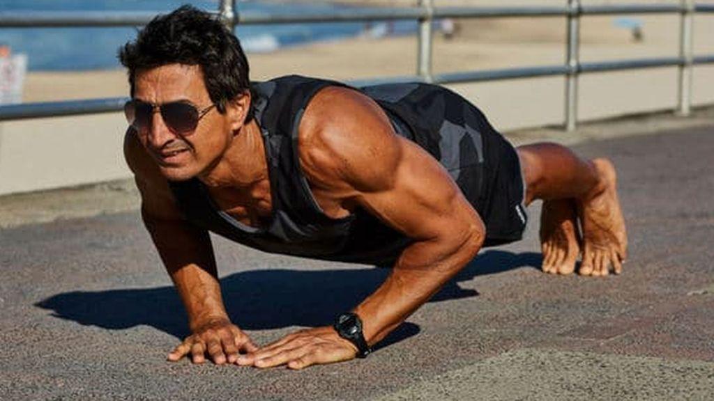 deportista haciendo flexiones diamante