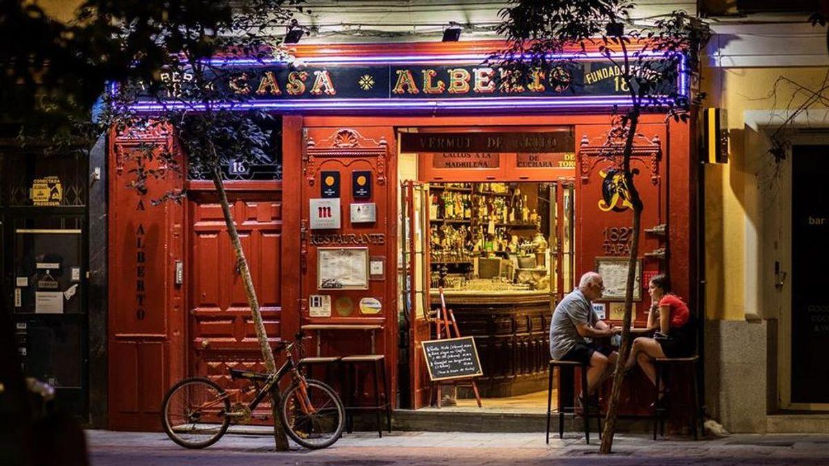 Las nuevas restricciones en Madrid:  cierran las discotecas,  prohíbe fumar y comer en los espacios públicos desde el jueves