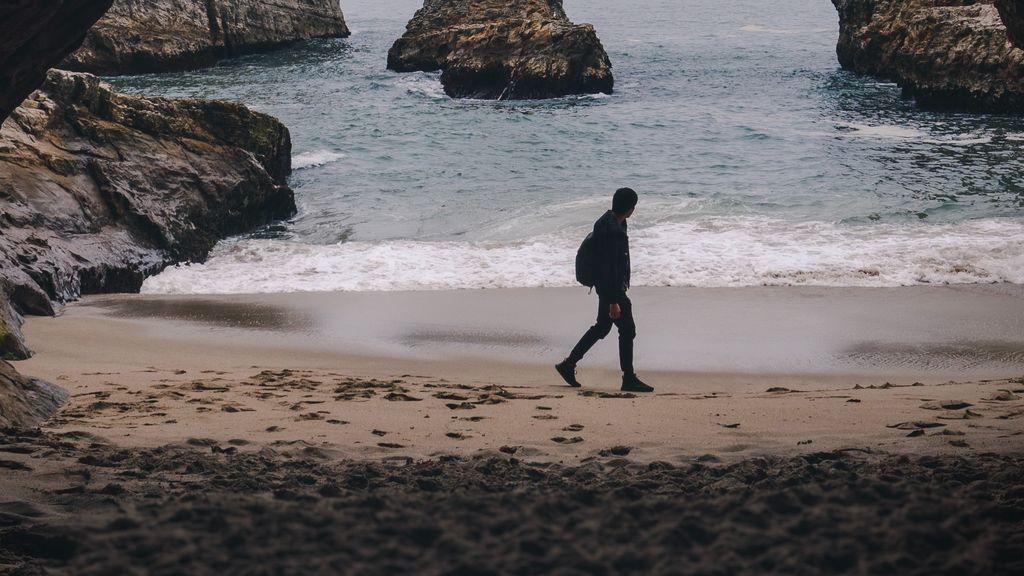 """Un chico busca por Twitter al guapo de la playa: """"Solo le miraba de vez en cuando y obviamente no me hizo ni caso"""""""