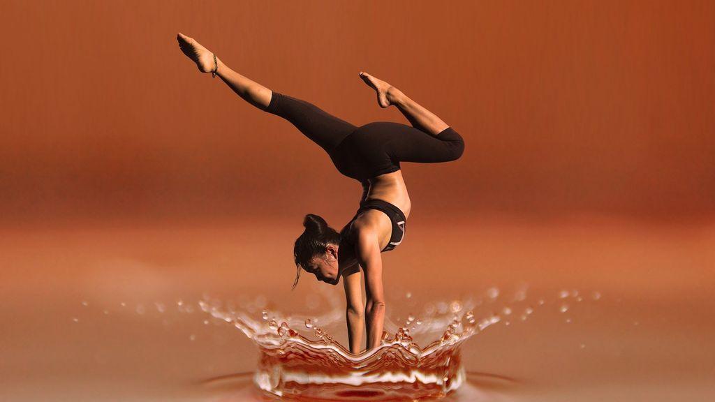 Beneficios y riesgos del Bikram Yoga después de los 50, todo lo que necesitas saber