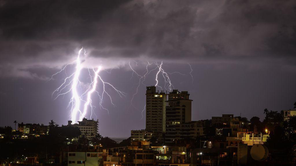 El huracán Genevieve arrasa México: al menos 6 muertos en una zona turística